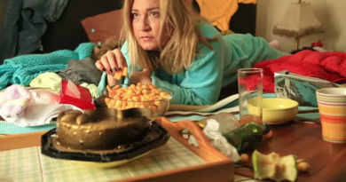 overeating snacks depression
